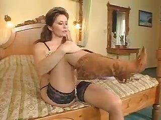 porno-ofitsiant-v-chulkah-devushki-konchayut-video-podborki