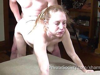 Знойной женщине порвали пизду и кончили внутрь