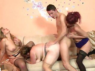 igri-porno-gruppovoe-s-tetkami-individualki