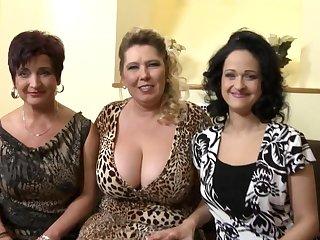 Групповые шалости с тремя старыми проститутками