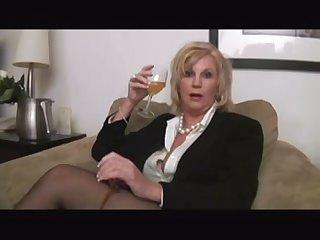 Порно пьяную старуху жёстко трахнули
