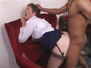 Анальный секс со взрослой дамой в чулках