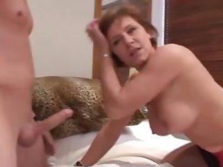 Секс с красивой зрелой соседкой