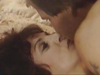 Ретро секс мужик трахнул на кровати свою лучшую подругу